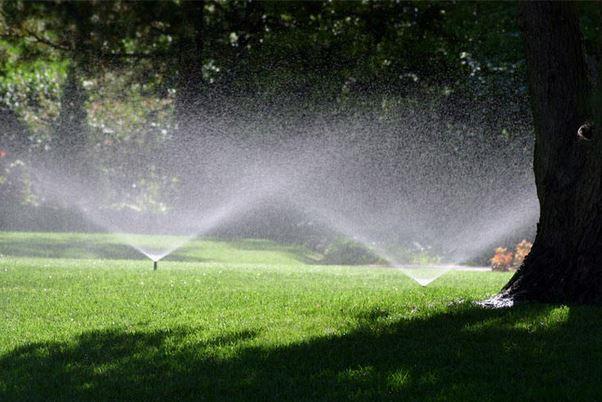 irrigatori a pioggia per orto